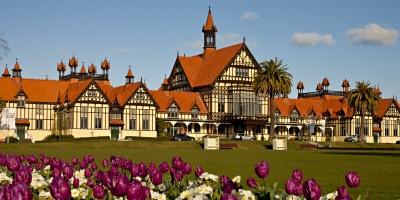 400x 200 Rotorua Museum with tulips