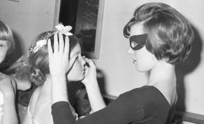 Applying make-up for a performance, Rotorua, 1967, photograph by Jack Lang (1915-1986). Rotorua Museum (2010.100.1579)